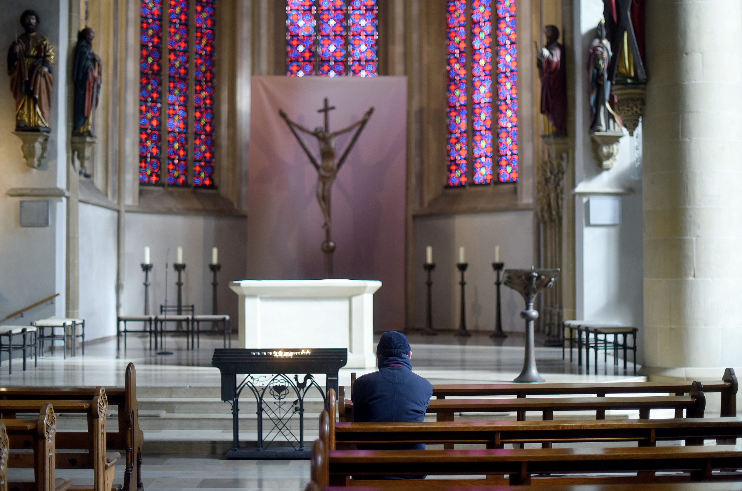 Die Pfarreien werden immer größer, die Aufgaben mehr – und die Kirchenbänke immer leerer. Die katholische Kirche befindet sich in einem Strukturwandel. Foto: Volker Hartmann